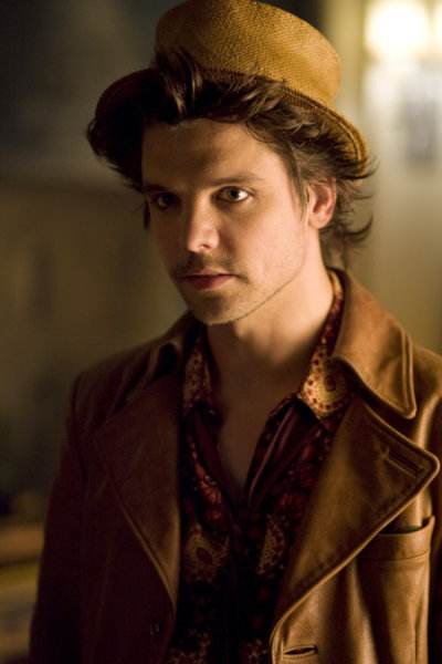 Andrew-Lee-Potts-as-The-Hatter-in-the-SyFy-mini-series-Alice-andrew-lee-potts-9367993-400-600